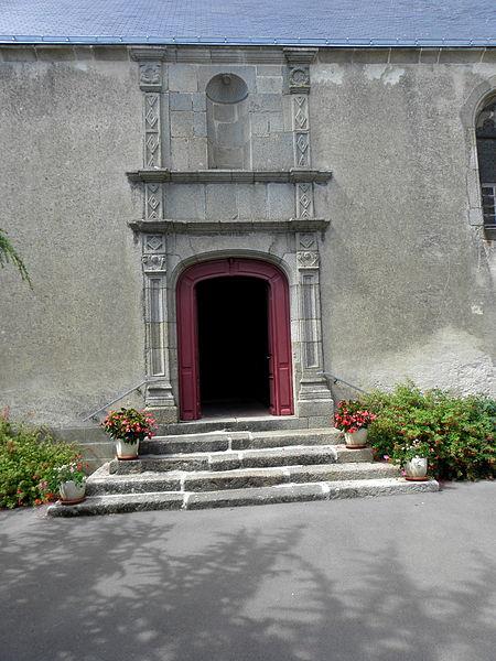 Église Saint-Gervais et Saint-Protais de Brée (53). Porte de la costale sud de la nef.