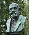 Bronzebüste des Schriftsteller Friedrich Roeber geschaffen vom Bildhauer Karl Janssen, Nordfriedhof Düsseldorf.jpg