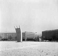 Bundesarchiv B 145 Bild-F001298-0004, Berlin, Flughafen Tempelhof.jpg
