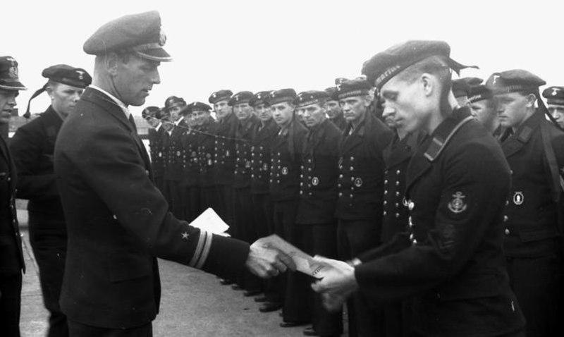 Bundesarchiv Bild 101II-M2KBK-245-12, Frankreich, M-Boot im Hafen