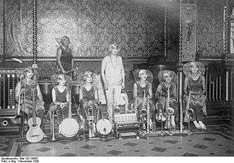 """1930 in jazz - The Italian female jazz band """"Delores"""" in 1930"""