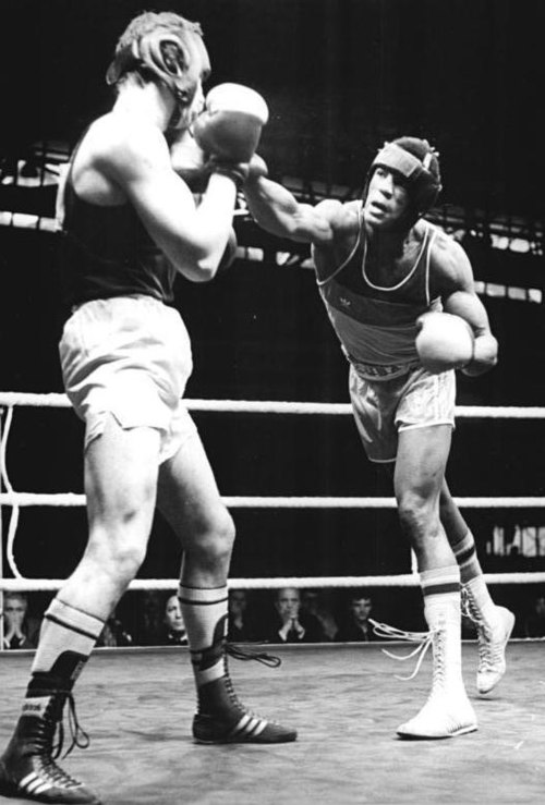 Cuban Felix Savon is the most successful boxer in the World Amateur Boxing Championships (Men's editions) of all time having won 6 gold medals as a heavyweight. Bundesarchiv Bild 183-1987-0319-022, Michael Ernsz, Felix Savon.jpg
