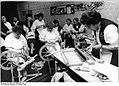 Bundesarchiv Bild 183-1988-0204-301, Alt Meteln, Handarbeitsgruppe.jpg