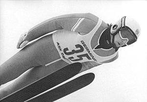 FIS Ski Jumping World Cup - Image: Bundesarchiv Bild 183 1989 0131 036, Oberwiesenthal, Jens Weißflog