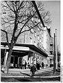 Bundesarchiv Bild 183-89665-0001, Berlin, Klement-Gottwald-Allee, Fahrradgeschäft, Motorradgeschäft.jpg