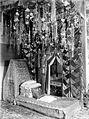 COLLECTIE TROPENMUSEUM Bruidsbed in Fort de Kock West-Sumatra TMnr 10003051.jpg