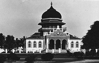 Baiturrahman Grand Mosque - Before 1935, the new Baiturrahman Grand Mosque featured one dome and one minaret.