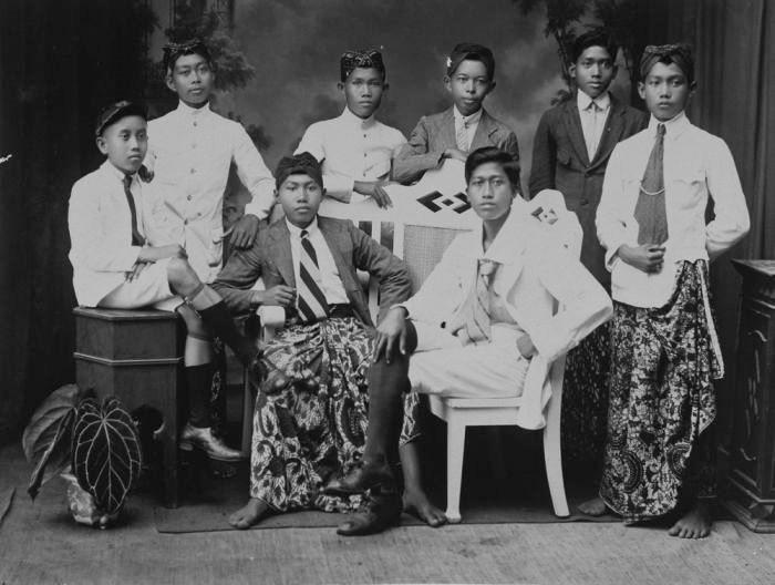 COLLECTIE TROPENMUSEUM Leerlingen van de School tot Opleiding van Indische Artsen (STOVIA) Doctor Jawa TMnr 60047128