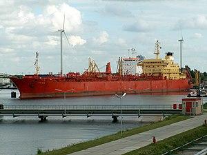 Cape Bear IMO 9147253 docked at Port o Amsterdam, Holland 04-Aug-2005.jpg