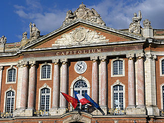 Toulouse - The Capitole de Toulouse, Toulouse's city hall, is an example of the 18th-century architectural projects in the city.