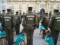 Carabineros con perros policiales.JPG