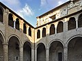 Castello al Monte , il chostro.jpg