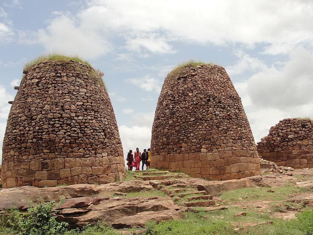 Sistema tradicional de almacenamiento de cereales, en la India.