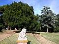 Château de Pibrac - statue de lion et parc.jpg