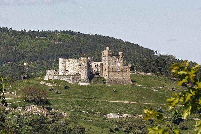 File:Château de Portes-Vue du hameau.jpg