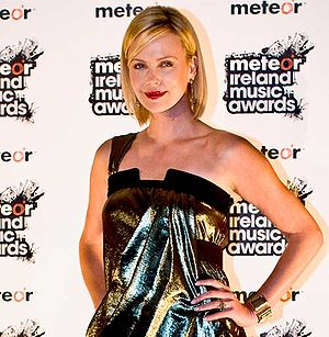 Charlize Theron at Meteor Ireland Music Awards 2008.jpg