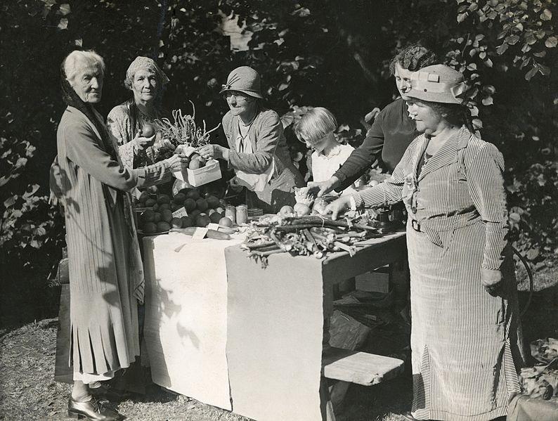 File:Charlotte Despard and Emmeline Pethick Lawrence at a produce stall, 1930s. (22793442060).jpg