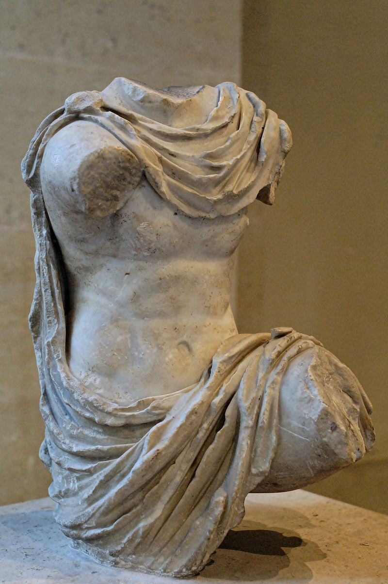 Chlamys-clad figure Louvre Ma305 n2.jpg