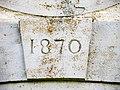 Clé de linteau de la porte de la chapelle Saint-Maximin.jpg