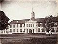 Collectie NMvWereldculturen, TM-60004993, Foto, 'Het stadhuis van Batavia', fotograaf Woodbury & Page, 1860-1872.jpg