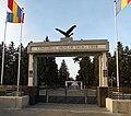 Complex funerar - osuar și morminte individuale, cimitirul eroilor căzuți în primul război mondial - Poarta - lmi B-IV-m-B-20080.jpg