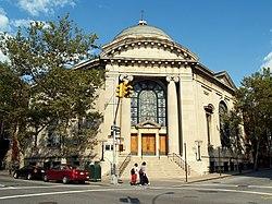 Haupteingang zur Synagoge der Beth-Elohim-Gemeinde