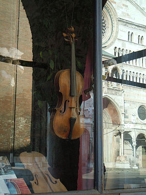 Traditional violin craftsmanship in Cremona - A violin maker shop in Cremona