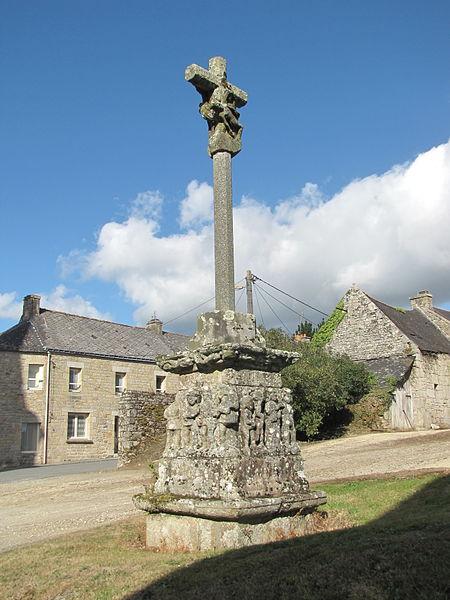 Vue d'ensemble de la croix de Saint-Tugdual