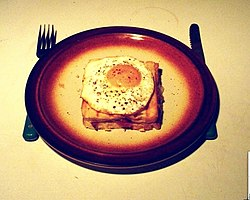 https://upload.wikimedia.org/wikipedia/commons/thumb/8/80/Croque_Madame_1.jpg/250px-Croque_Madame_1.jpg