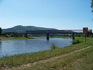 Děčín, železniční most přes Labe a Ploučnici.jpg