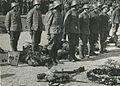 De drie detachementen van het 8e en 19e regiment infanterie ontvangen aan het ei – F40440 – KNBLO.jpg