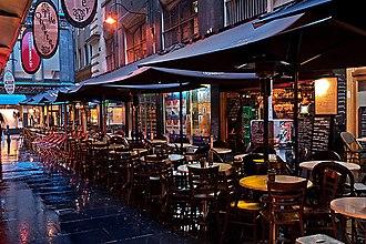 Degraves Street, Melbourne - Image: Degraves Street at dusk