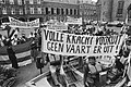 Demonstratie op het Binnenhof tegen inperking van het vervoer tussen Terschellin, Bestanddeelnr 930-9989.jpg