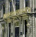 Detail voorgevel- ingang met balkon - 's-Gravenhage - 20341137 - RCE.jpg