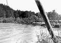 Die letzten Bretter für die Fahrbahn der Scheertanbrücke werden gebracht - CH-BAR - 3240718.tif