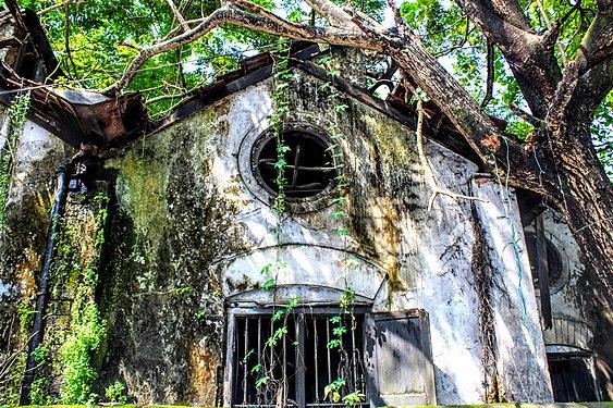 Dilapidated building Kerala.jpg