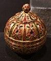 Dinastia mogul, scatola globulare in oro e gemme, xviii secolo.jpg