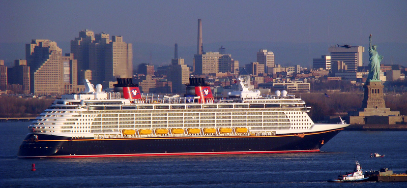 File:Disney Fantasy arriving in New York.png