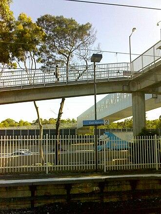 East Malvern railway station - Platform 2 in December 2009 with new footbridge over the Monash Freeway