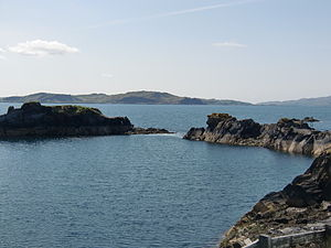 Eilean-a-beithich - The southern rim of the quarry showing the breach.