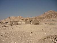 El-Khokha necropolis.JPG