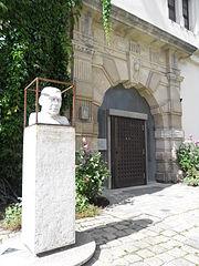 bust of Erwin Schulhoff