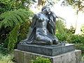 """Estátua """"A Ternura"""", Jardins do Palácio de Cristal.jpg"""