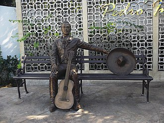 Music of Mexico - A statue of Pedro Infante in Mérida, Yucatán
