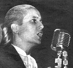 [Imagen: 250px-Evita_pronunciando_un_discurso_-_ca_1950.jpg]