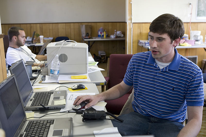 File:FEMA - 33523 - Contractor at a computer in California watching mobile home progress.jpg