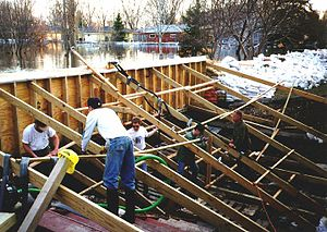 1997 Red River flood in the United States - Volunteers in Fargo reinforcing a flood wall to protect nearby homes