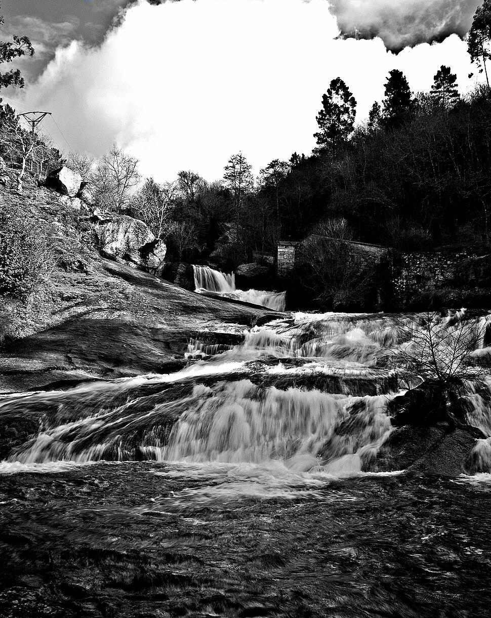 Fervenza e muíños no río Barosa, Barro, Pontevedra