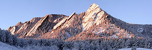 The Flatirons rock formations, near Boulder, C...