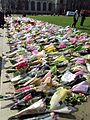 Flowers for the Westminster Attack Parliament Square, 27 March 2017 (32871821743).jpg
